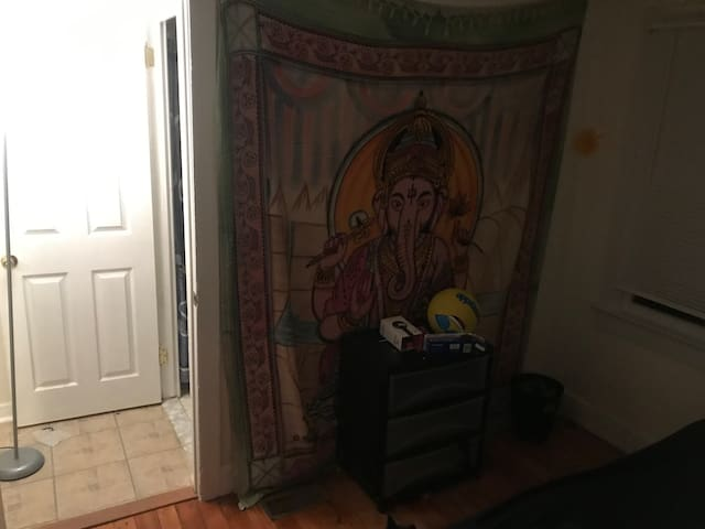 Cute small bedroom for rent