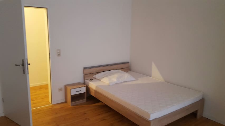 Big room close to airpot! - Raunheim - Apartament