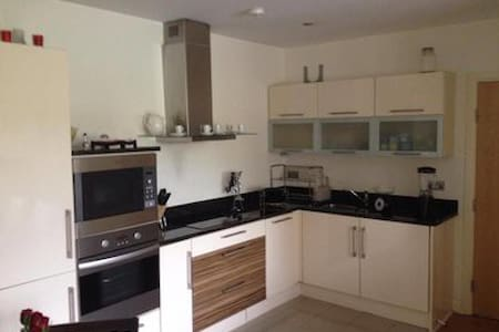 double bed, 30 min walking to city center - Drumcondra