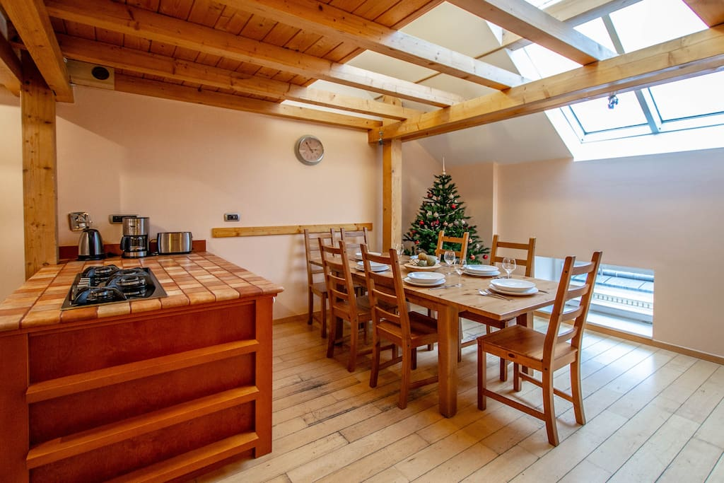 Fully equipped kitchen and dining area with a large table for a family or friends dinner