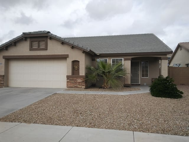 2 Private DBL Bedrooms in Goodyear near Ballpark! - Goodyear - House