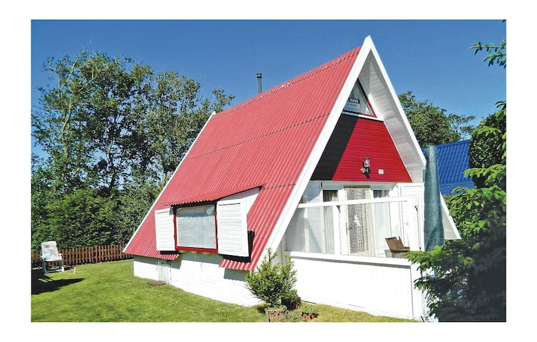 Holiday cottage with 3 bedrooms on 60 m² in Groote Keeten