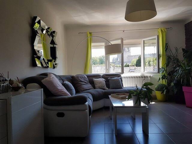 Maison idéalement située au pied de la Cité