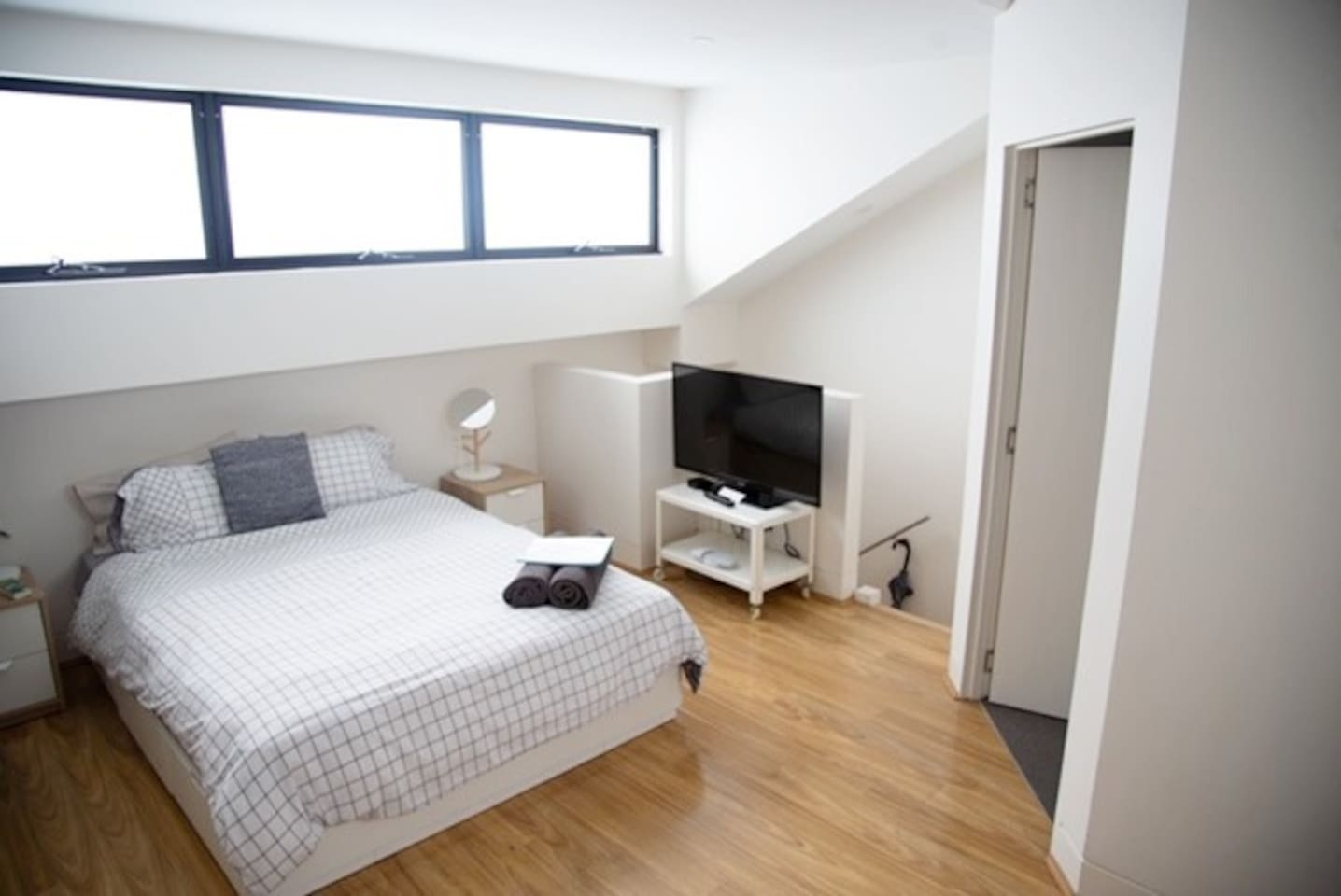 Spacious studio above garage. Private bathroom and entry way. Full kitchen and Tv with Netflix.