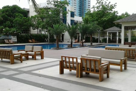 Studio Condo Unit near LRT Station & Bus Terminals - Pasay - Íbúð