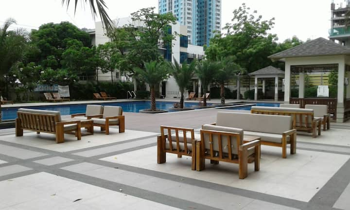 Studio Condo Unit near LRT Station & Bus Terminals