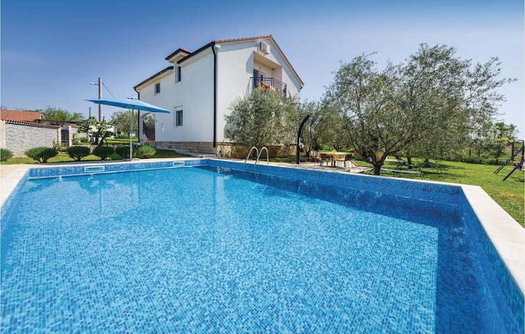 Holiday cottage with 4 bedrooms on 179m² in Polaca