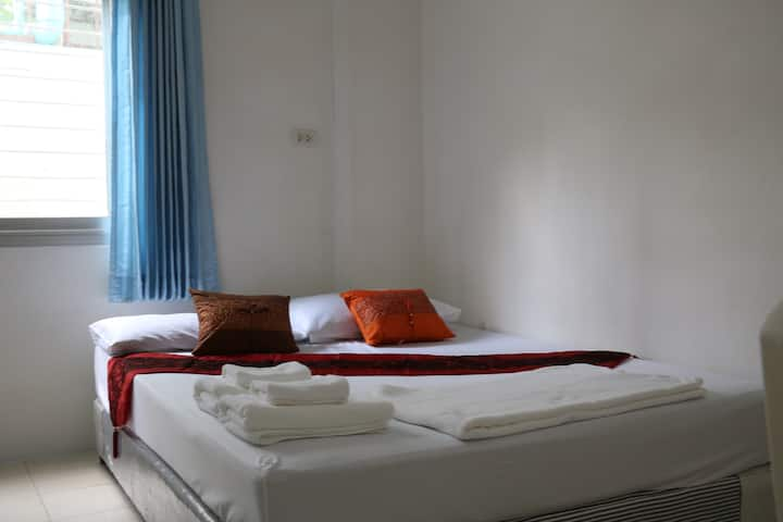 J.HOME(เจ โฮม) - Double Room with Private Bathroom