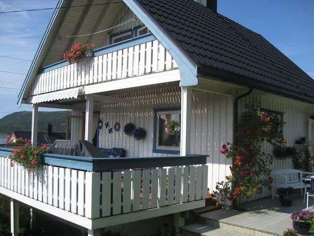 Flott feriehus/firmahus med god utsikt