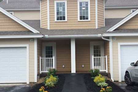 Upscale Waterfront Townhome  UNH  Portsmouth +Dock - Durham - Townhouse