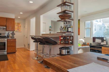 Clean Modern Townhouse 1.5 mi to Davis Sq - Somerville - Lejlighedskompleks
