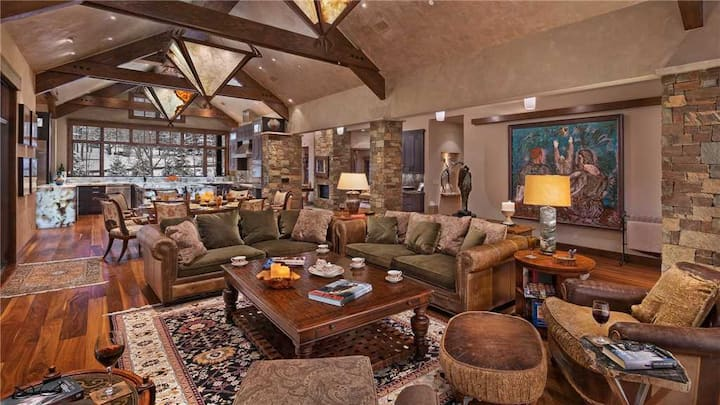 6-bed + Ultra Luxury Residence + Private Hot Tub + Media Rm - Stag Lodge