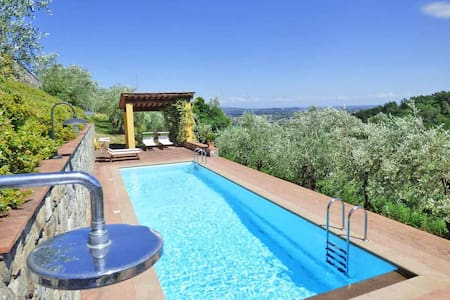 Emaa Lucca | Huge private terrace, pool, view wifi - Lucca - Huoneisto