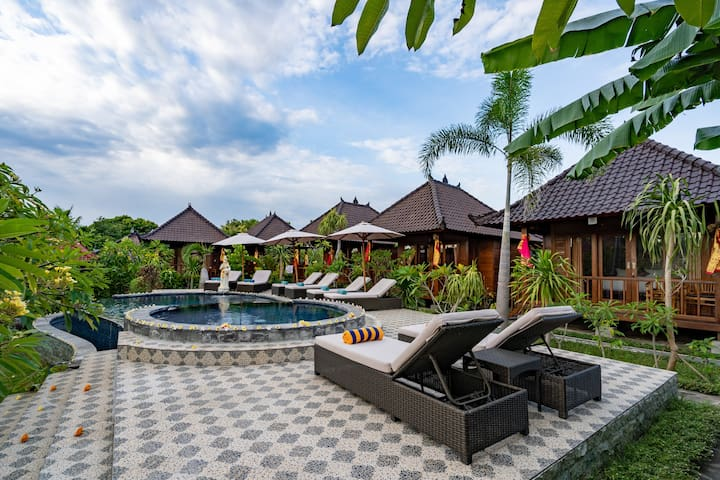 Karang Mas Villa ( Deluxe Hut Pool View )