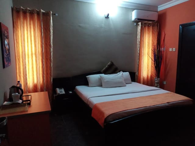 100% Hotel & Suites-Executive Room