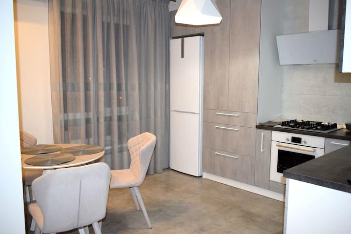Шикарная квартира в новом доме с евроремонтом.