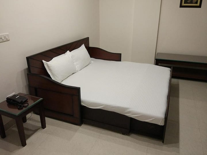 Deluxe Suite with King Bed for 2 Adults