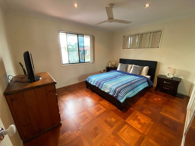 Private room for couple in a great townhouse.