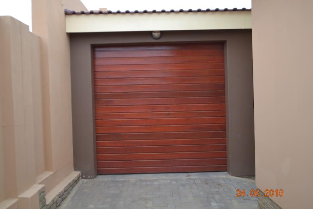Garage for Sedan vehicles