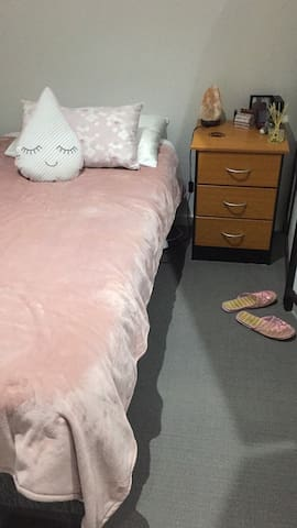 Female house, 20mins from airport - Craigieburn - บ้าน