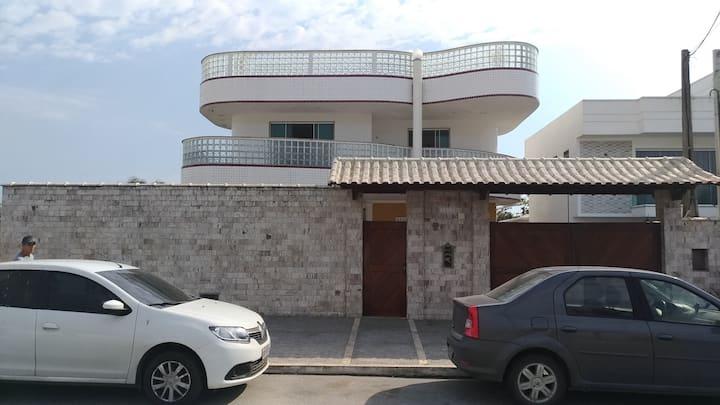Apartamento Térreo em frente à praia de Itaúna