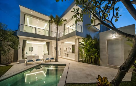 3 Br Villa Himawari C, center of Seminyak