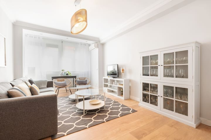 Bright & Luxury W/ Parking & Pool 4BD - Madrid