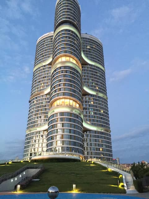 Lujoso piso completamente equipado en 41 piso residencia