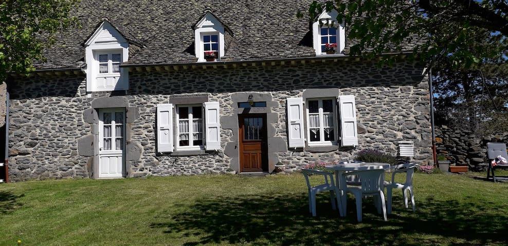 Les clés du bonheur dans les monts du Cantal.