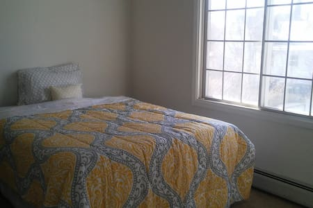 Private room in a cozy expanded ranch - Parsippany-Troy Hills - 獨棟