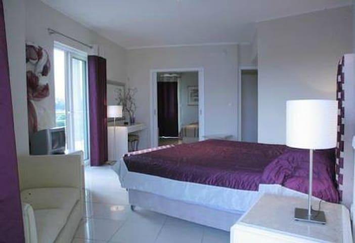 Triple Room in 4star Hotel close to Rafina