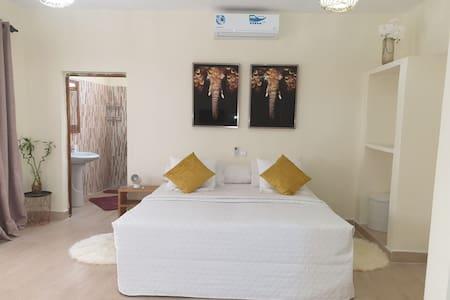 Suite privée cosy a 200m plage avec accés piscine
