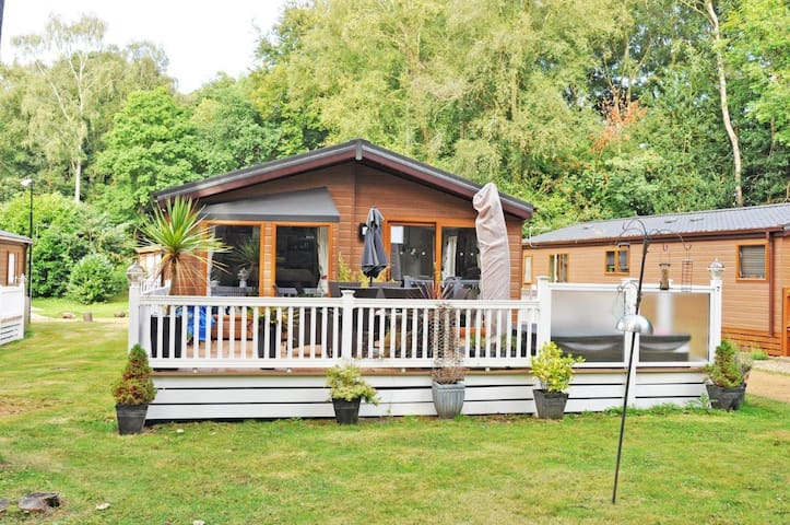Wimborne Holiday Lodge - Broadstone - Srub