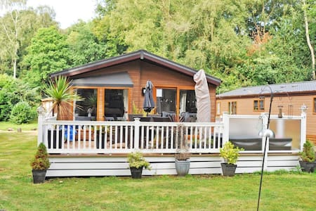 Wimborne Holiday Lodge - Broadstone - Cottage