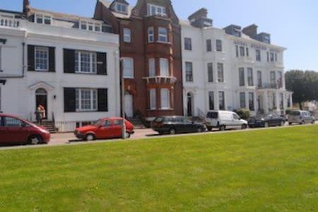 Seaside Apartment set in Georgian Terrace - Appartement
