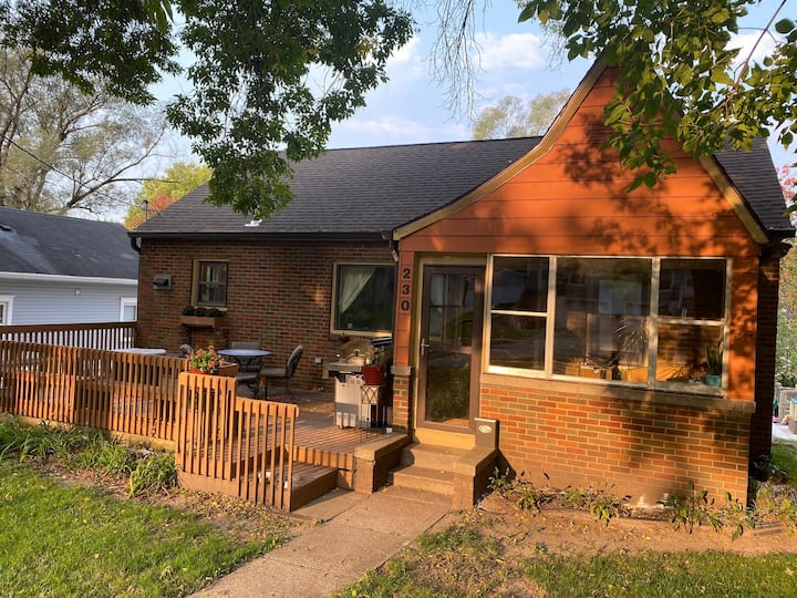Charming Des Moines Home with a GREAT location!