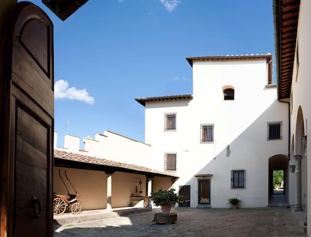Wonderful Loft in the Tower of Villa Rinuccino