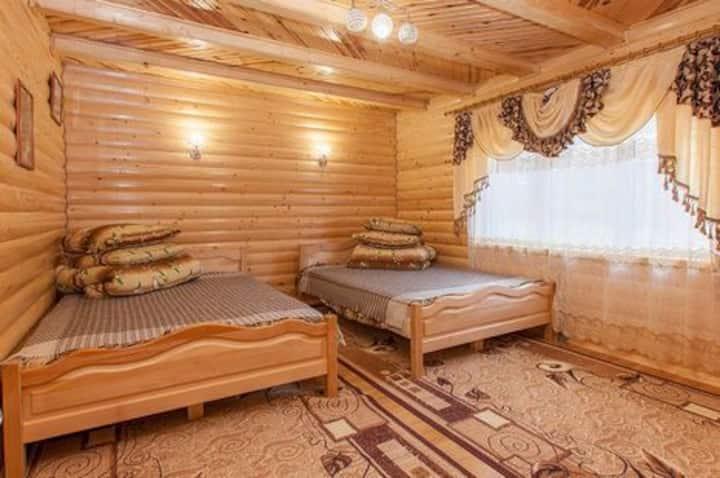 Будиночок для сім'ї з дерева