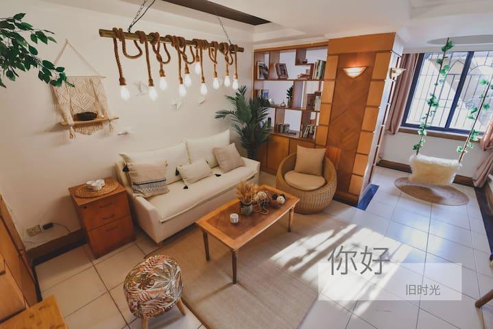 时间里的旧时光| 楼下就是解放碑洪崖洞 | 270度高层城市天际江景/时光里留下的简单生活两居室