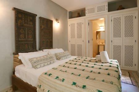 New! Double room ensuite in Medina - Bed & Breakfast