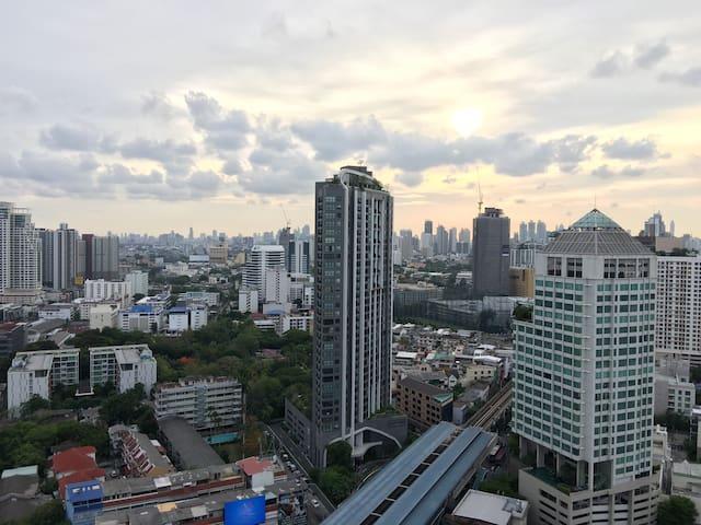Comfy 1 Bdr City View|Gym|BTS|Cafe