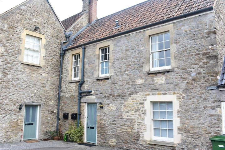 Adorable Somerset country cottage near Frome
