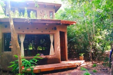 casa ecologica en el bosque a 500 mt de la playa