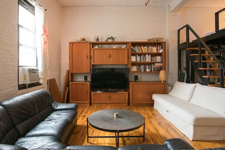 700sqft Loft with roof deck - Bronx