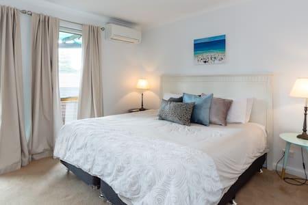 Cottesloe Beach House with Parking - Cottesloe - Casa