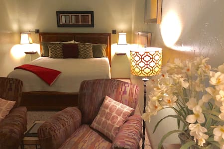 Suite Contempo-Few miles from Turner Falls!