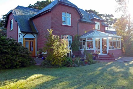 Red House B&B-homely, tranquil, beautiful views.