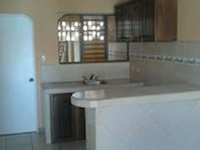 Lindo apartamento en condominio privado - Cartago - Apartemen