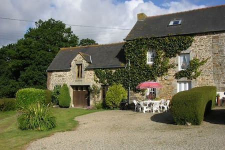 Laurel Cottage. 3 Bedrooms Sleeps 6, Rural Retreat - Plouguenast - Haus
