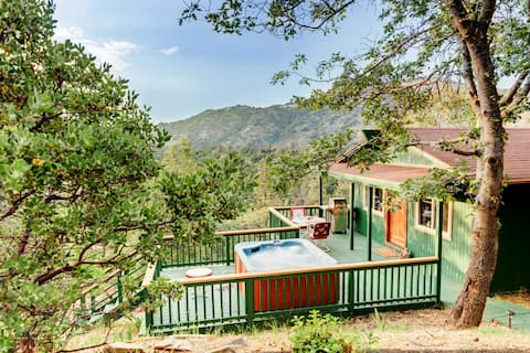 The Enchanted Lookout - private luxury cabin & Spa